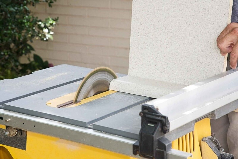 How to Square a Board With a Table Saw 2